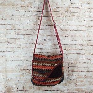 Keen crossbody bag knit rubber bottom EUC